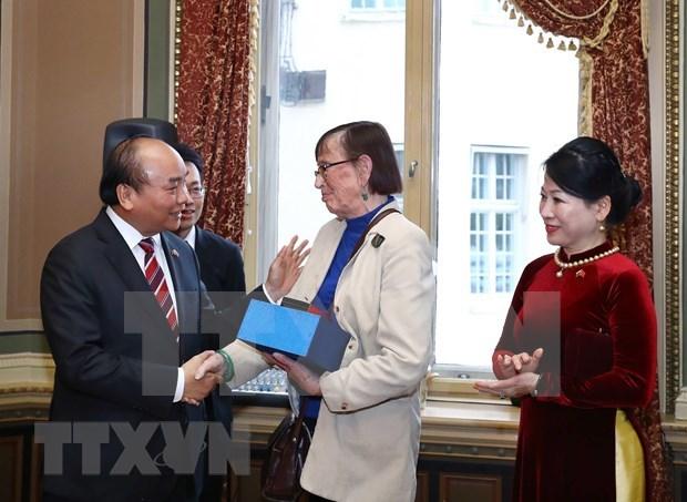 Premier vietnamita se reune con diplomaticos y expertos suecos hinh anh 1