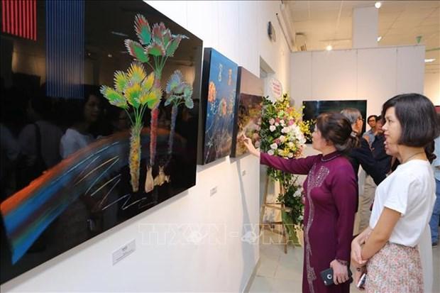 Presentan artistas de Corea del Sur en Vietnam obras tradicionales de laca hinh anh 1