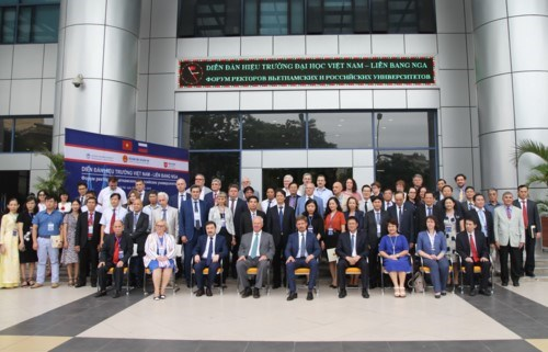 Celebran primer Foro de Rectores de Universidades Vietnam-Rusia hinh anh 1