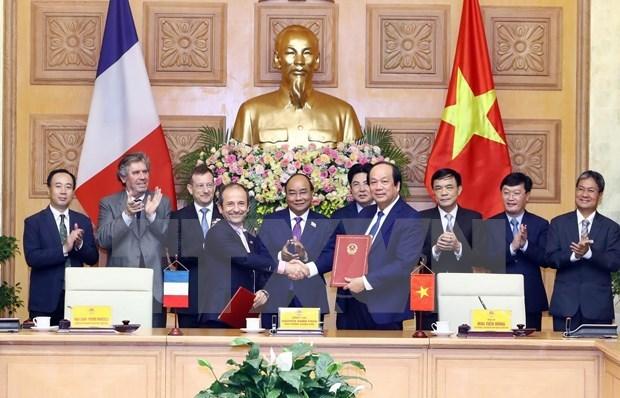 Cooperan Vietnam y Francia en desarrollo del gobierno electronico hinh anh 1