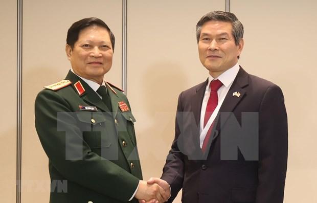 Ministro de Defensa de Vietnam cumple amplio programa de encuentros en Singapur hinh anh 1