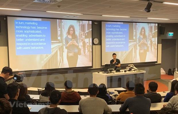 Estudiantes vietnamitas en Australia se actualizan en macrodatos hinh anh 1