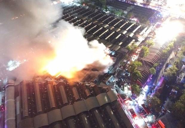 Graves danos tras incendio en Chatuchak, mercado mas conocido en Tailandia hinh anh 1