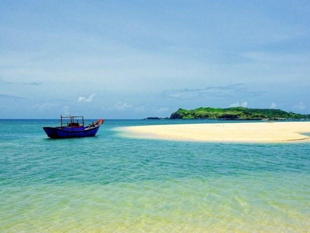 Isla vietnamita de Phu Quy atrae a turistas por su belleza natural hinh anh 1