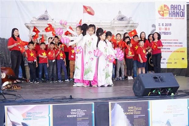 Celebran Festival de Cultura y Gastronomia de Vietnam en Republica Checa hinh anh 1
