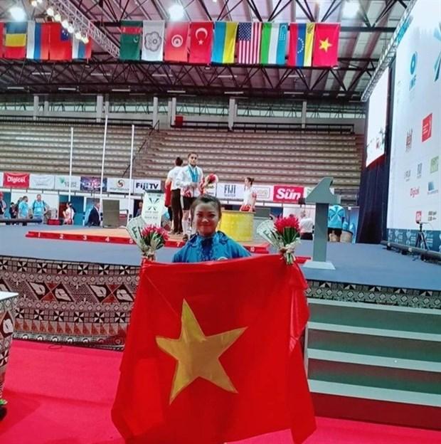 Obtienen pesistas vietnamitas tres medallas de oro en campeonato mundial juvenil hinh anh 1