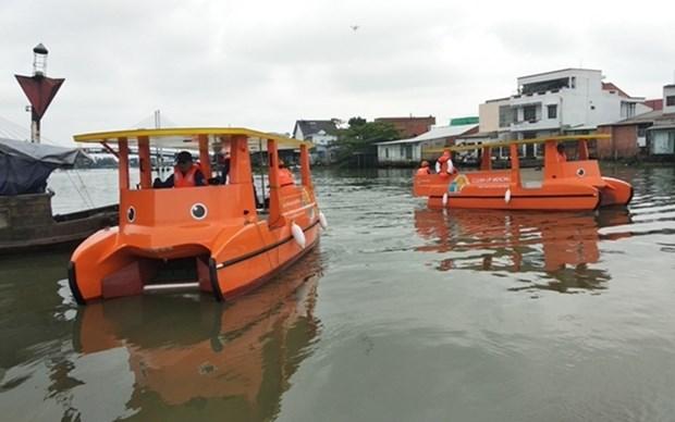 Emplea Vietnam barcos solares recolectores de basura en el rio Mekong hinh anh 1