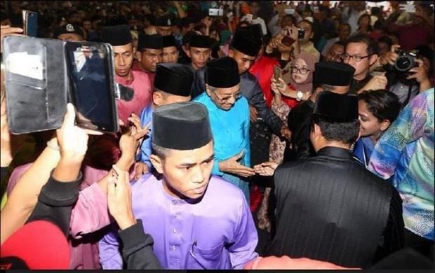 Miles de malasios participan en festividad islamica por el fin del Ramadan hinh anh 1