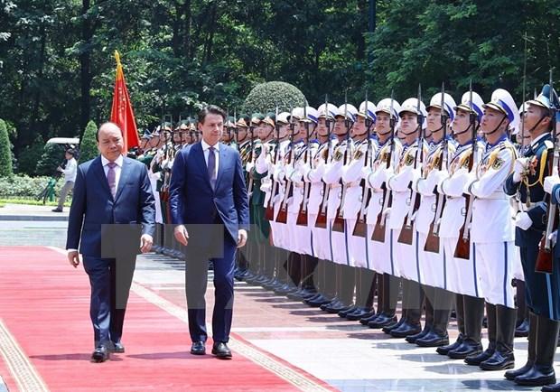 Concluye premier de Italia visita oficial a Vietnam hinh anh 1