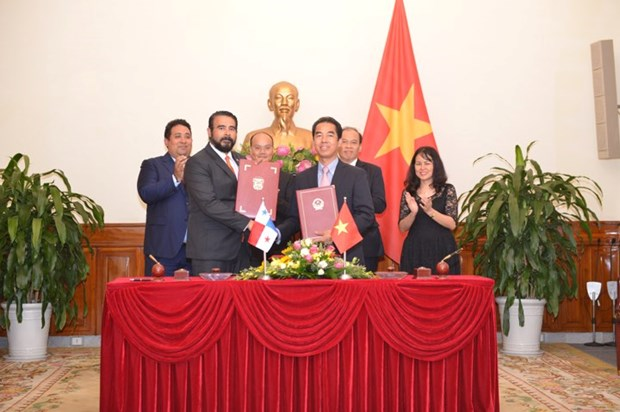 Firman Vietnam y Panama acuerdo de exencion de visado para titulares de pasaportes ordinarios hinh anh 1