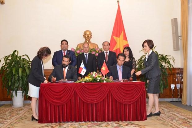 Firman Vietnam y Panama acuerdo de exencion de visado para titulares de pasaportes ordinarios hinh anh 2