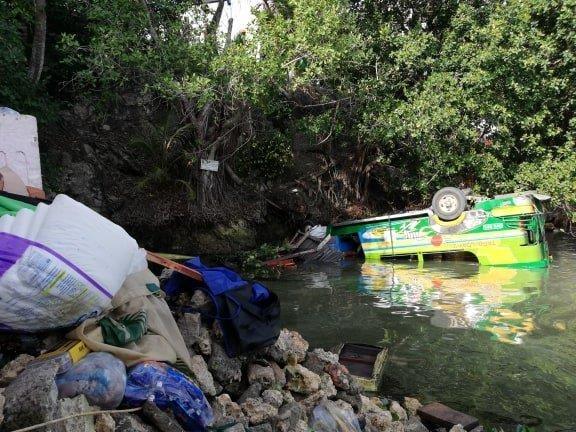 Tres muertos y 26 heridos tras una colision de tres vehiculos en centro de Filipinas hinh anh 1