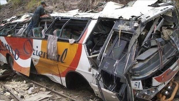 Reportan 13 muertos en Filipinas por accidente de camion volcado hinh anh 1