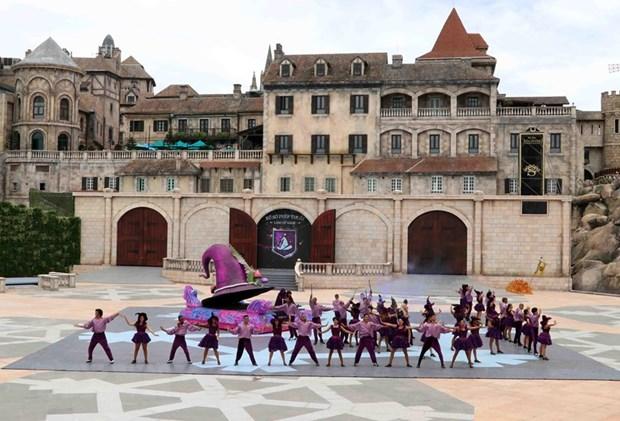"""""""Danzas del Sol"""" atraen a turistas a la ciudad costera de Da Nang hinh anh 1"""