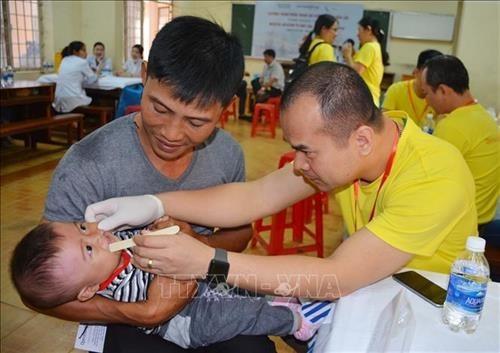 Entregan regalos a ninos vietnamitas con deformidades faciales hinh anh 1