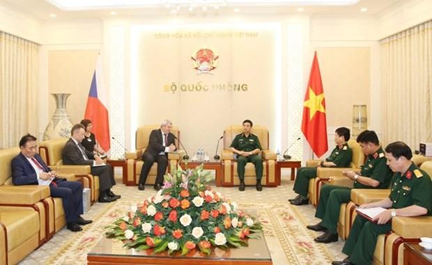 Recibe jefe del Estado Mayor del Ejercito de Vietnam a vicepresidente de Camara de Diputados checa hinh anh 1