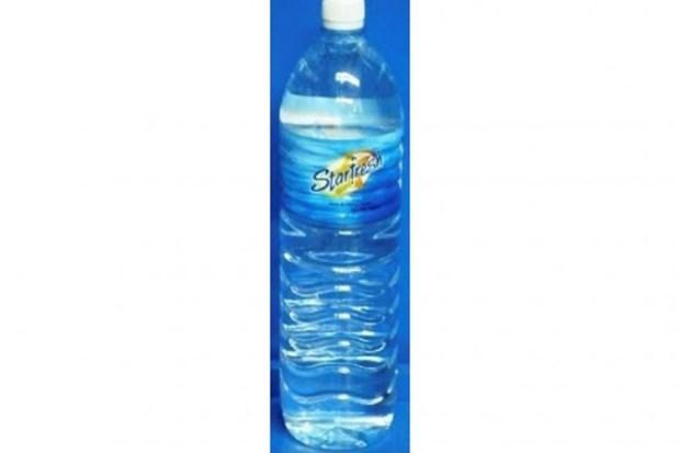 Retiran de los mercados en Singapur agua embotellada importada de Malasia hinh anh 1