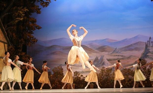 """Presentan en Hanoi ballet clasico """"Giselle"""" en conmemoracion del Dia de Rusia hinh anh 1"""