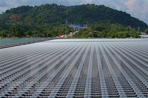 Inauguran planta de energia solar en Binh Thuan con inversiones de Reino Unido y EE.UU. hinh anh 1