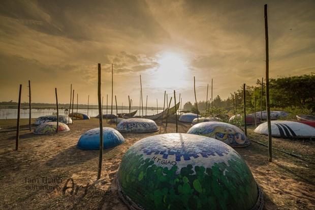 Despierta atencion de turistas en Vietnam novedosa exhibicion de barcas circulares hinh anh 1