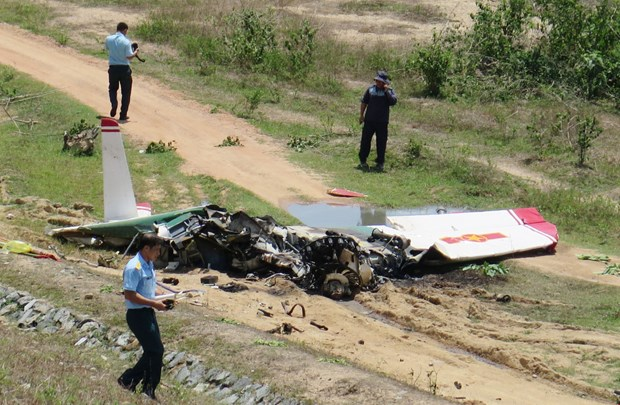 Mueren dos pilotos en Vietnam al estrellarse un avion militar de entrenamiento hinh anh 1