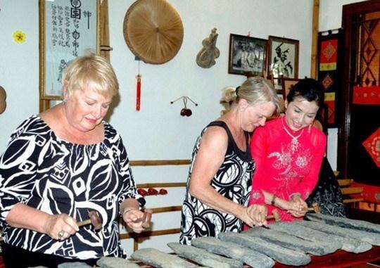 Ciudad Ho Chi Minh promueve musica vietnamita entre turistas hinh anh 1