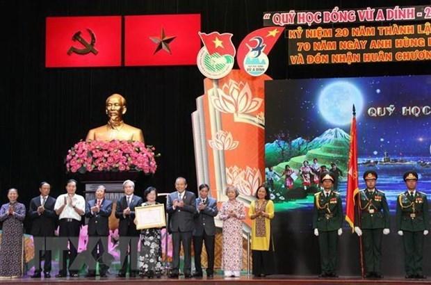 Honran al fondo de becas para alumnos de minorias etnicas hinh anh 1