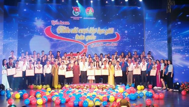 Honran en Vietnam a ninos desfavorecidos con rendimiento academico destacado hinh anh 1