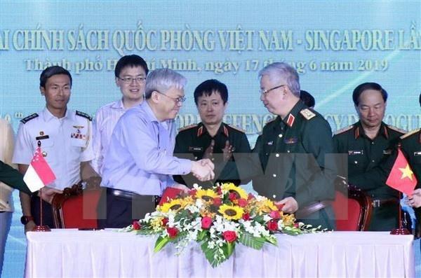 Realizan en Ciudad Ho Chi Minh dialogo de politicas de defensa Vietnam-Singapur hinh anh 1