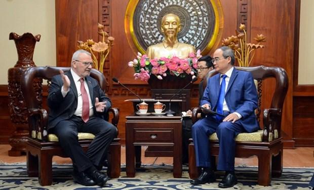 Promueven cooperacion entre Vietnam y Estados Unidos en inversion y educacion hinh anh 1