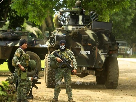 Secuestra grupo terrorista Abu Sayyaf a 10 pescadores de Malasia hinh anh 1