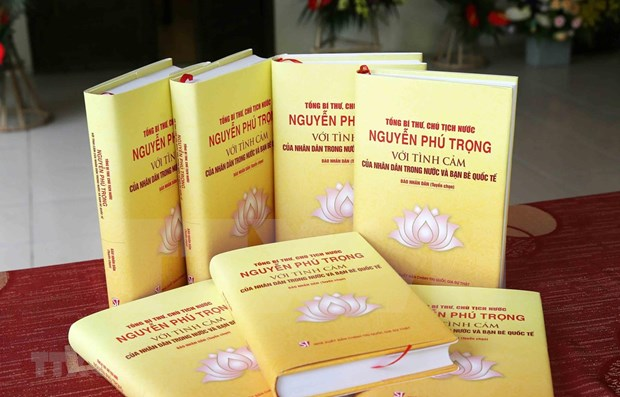Publican libro con testimonios sobre la vida y la vision politica del maximo dirigente politico vietnamita hinh anh 1