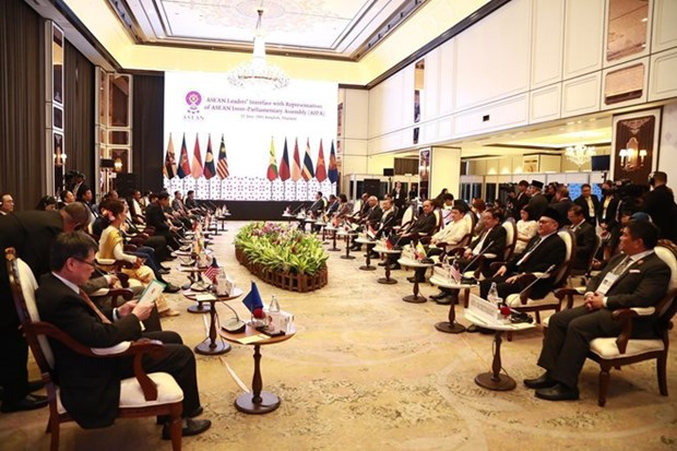 Encuentro entre lideres de ASEAN con representantes legislativos, juveniles y empresariales del Sudeste de Asia hinh anh 1