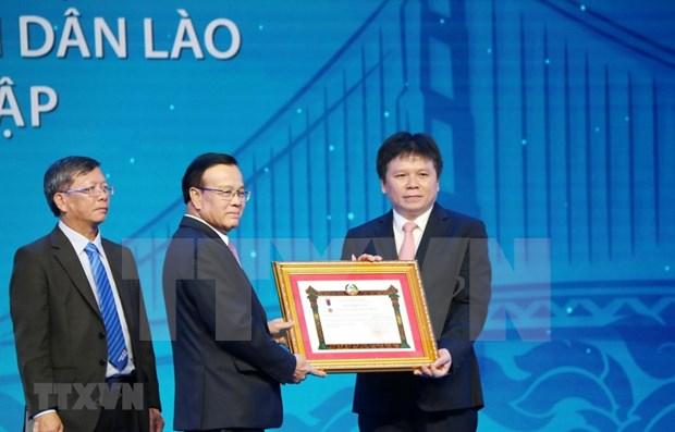 Honrado banco joint venture Laos-Vietnam por sus aportes a relaciones bilaterales hinh anh 1