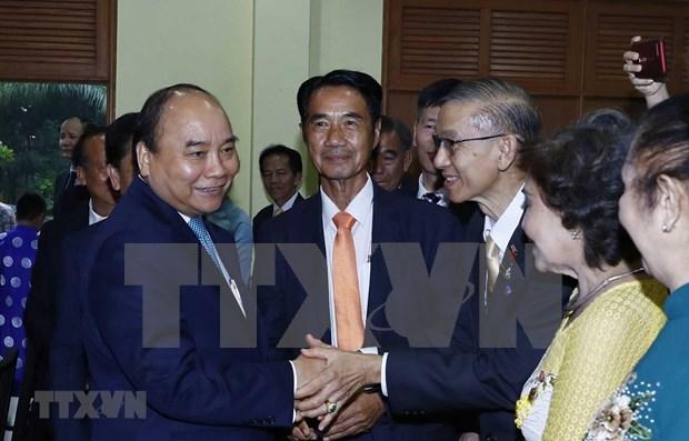 Premier Nguyen Xuan Phuc se reune con vietnamitas residentes en Tailandia hinh anh 1