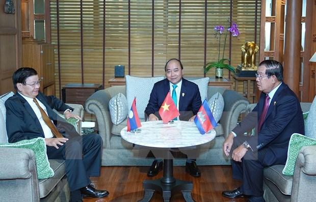 Premier vietnamita se entrevista con sus pares de Laos y Camboya hinh anh 1