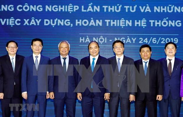 Insta premier de Vietnam a perfeccionar marco legal en medio de la revolucion industrial hinh anh 1