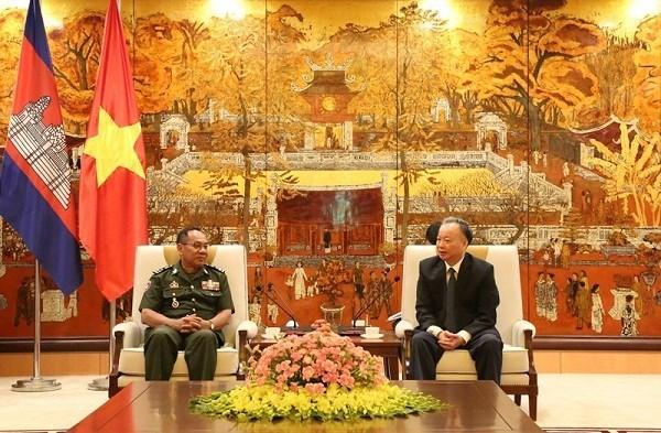 Fortalecen Hanoi y Phnom Penh sus relaciones amistosas hinh anh 1