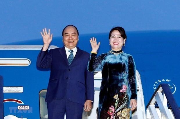 Llega primer ministro vietnamita a Osaka para participar en la Cumbre del G20 hinh anh 1