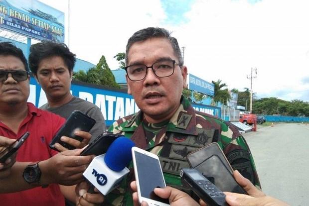 Movilizan en Indonesia militares y policias para busqueda de helicoptero desaparecido hinh anh 1