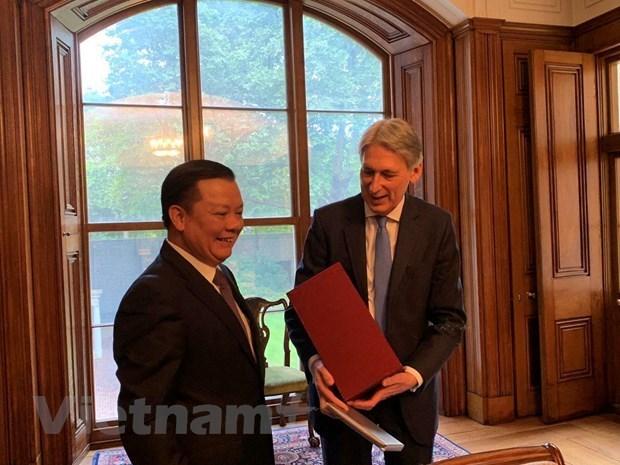 Promueven Vietnam y Reino Unido oportunidades de cooperacion en finanzas hinh anh 1