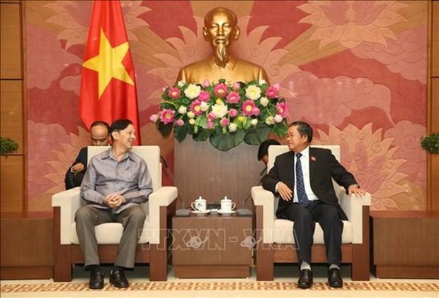 Recibe dirigente parlamentario de Vietnam a una delegacion del Instituto de Estudios Legislativos de Laos hinh anh 1