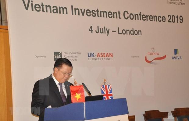 Muestran inversores britanicos interes en sector financiero de Vietnam hinh anh 1