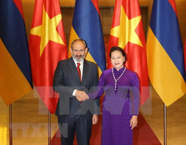 Presidenta parlamentaria vietnamita recibe al premier armenio hinh anh 1