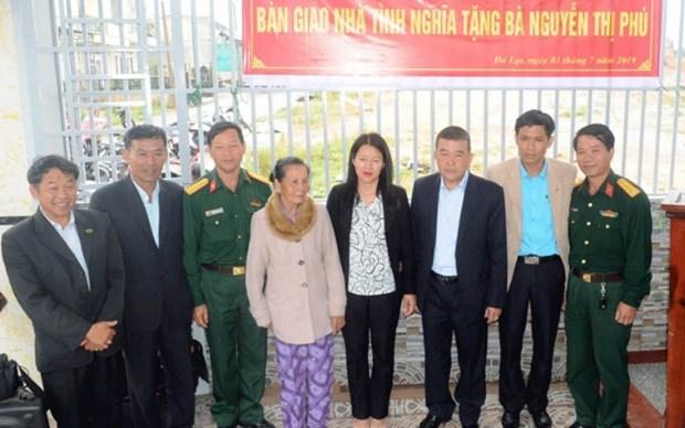 Politica de asistencia de vivienda beneficia a personas con meritos revolucionarios en provincia vietnamita hinh anh 1