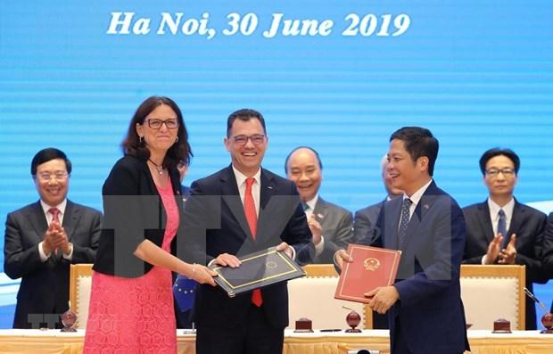 Acelera Tratado de Libre Comercio con la UE traslado de fabricas a Vietnam, segun analistas hinh anh 1