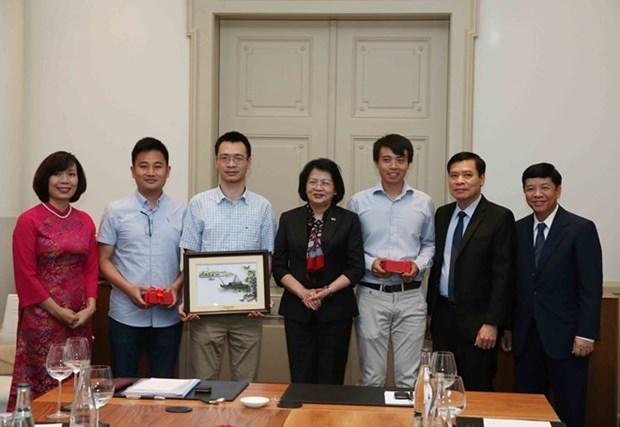 Vicepresidenta vietnamita sostiene reunion con intelectuales compatriotas en Suiza hinh anh 1