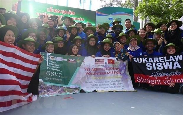 Participan estudiantes de Malasia en Campana de Voluntarios en Vietnam hinh anh 1