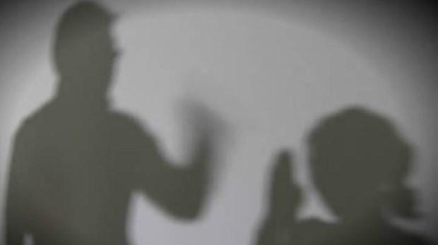Arrestan a coreano tras hacerse viral video en que golpea a su esposa vietnamita hinh anh 1