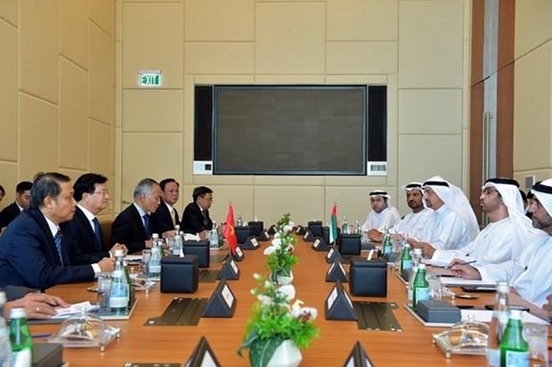 Vietnam y EAU decididos a aumentar comercio a 10 mil millones de dolares hinh anh 1